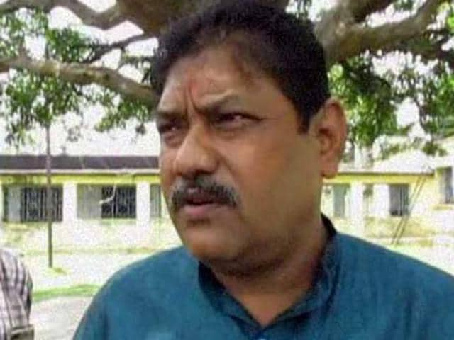 Naren Chakraborty, a member of the Durgapur Zilla Parishad and Pandabeshwar Block Trinamool Congress president, had boarded a chopper from Andal airport and landed in NSCB airport in Kolkata in the afternoon