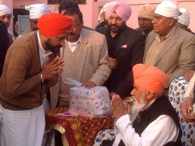 CLP leader Charanjit Singh Channi seeking blessings of Dera Sachkhand  head Niranjan Dass in Jalandhar.