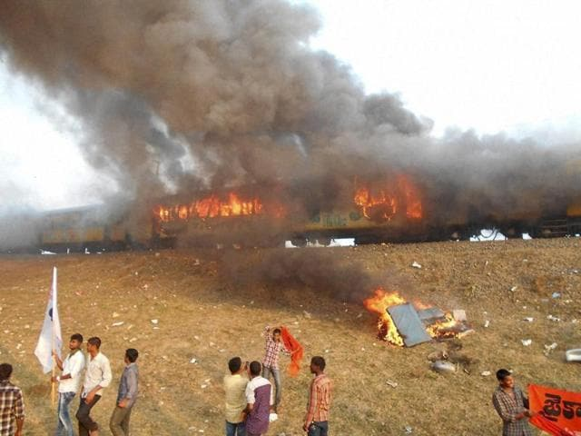 East Godavari: Agitators belonging to the Kapu caste set fire to Ratnachal Express when it halted at Tuni railway station in East Godavari district on Sunday afternoon, they were protesting to demand their caste for inclusion in the backward class.