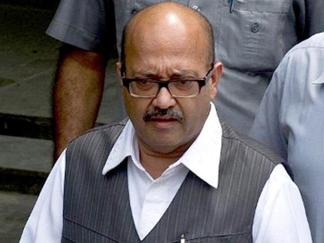 A file Photo of Uttar Pradesh parliamentary affairs and urban development minister Azam Khan. Khan described expelled SP leader Amar Singh as a 'daga kartoos' (spent cartridge), hinting that the former Rajya Sabha member might not return to the Samajwadi Party.