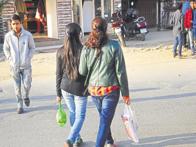 People in Dehradun continue to use plastic bags to carry their groceries, despite the stiff penalties attached to using polythene.