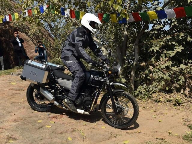 Royal Enfield off-roader Himalayan comes with a range of saddle bags and aluminum panniers that fit snug on the bike.