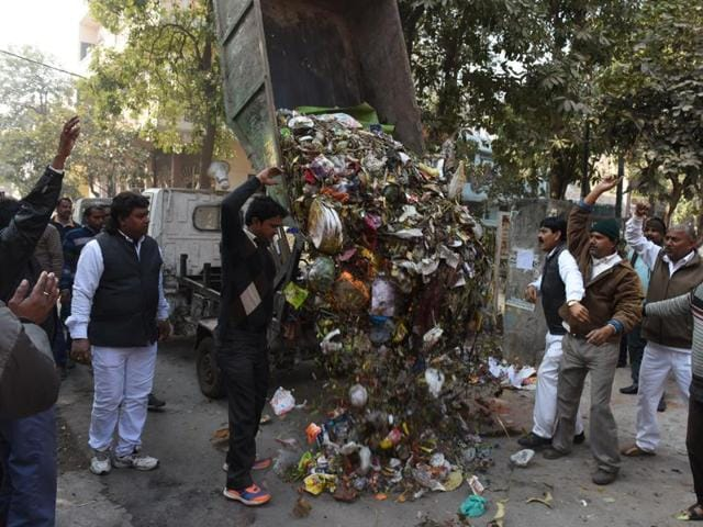 MCD workers protest for not getting salaries for the last three months in front of Kapil Mishra's residence, Yamuna Vihar in New Delhi.