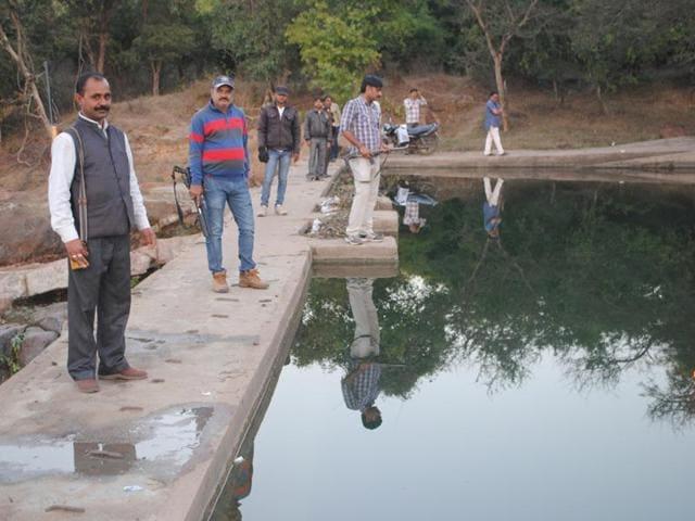 Bundelkhand,Drought,Gunmen guard water body