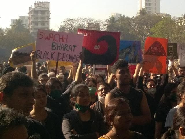 More than 500 citizens wearing black clothes and pollution masks as a sign of protest, held A three-hour-long demonstration demanding answers as to why the fire that started last Wednesday t had not been doused yet