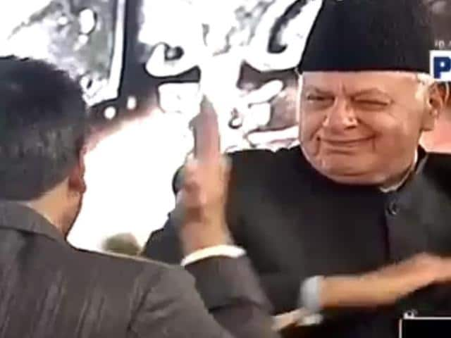 Screengrab of former J-K chief minister Farooq Abdullah dancing with Ranveer Singh.