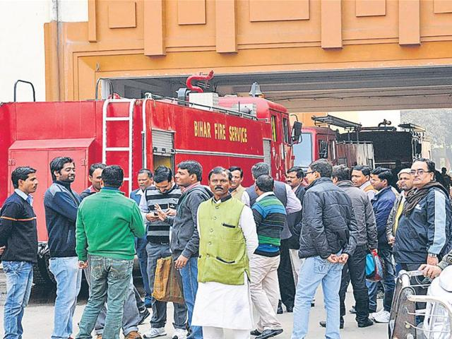 A crowd outside the health department office after the fire, in Patna on Tuesday.