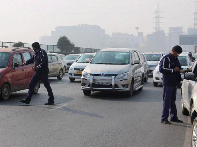 "Delhi traffic police personnel check vehicles on Delhi Gurgaon expressway. A drunken driver is just like a ""live suicidal human bomb"", a Delhi court has observed while upholding a six-day jail sentence awarded to a man for the traffic offence."