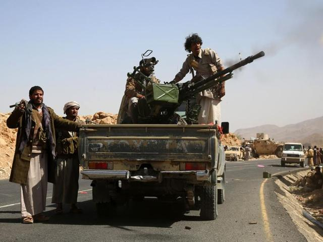 Yemeni tribesmen from the Popular Resistance Committees, supporting forces loyal to Yemen's Saudi-backed President Abedrabbo Mansour Hadi, fire a heavy machine-gun.