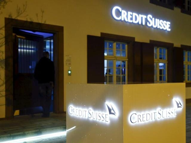 The logo of Swiss bank Credit Suisse is seen in front of a branch in Riehen, Switzerland February 3, 2016. Credit Suisse reported its first full-year loss since 2008 as it booked a big impairment charge for its investment banking business under new Chief Executive Tidjane Thiam.
