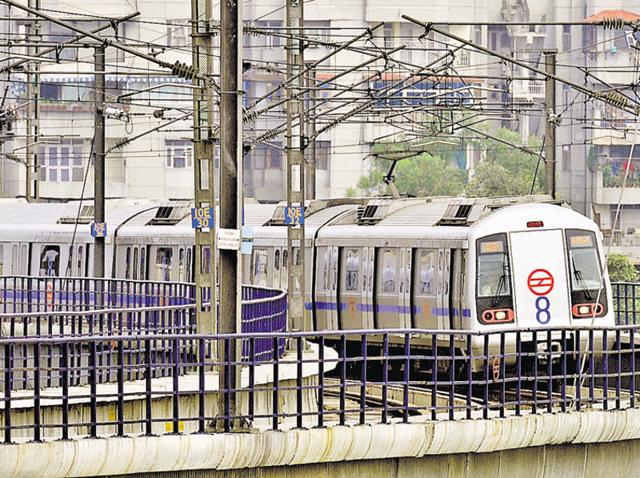 Unsatisfied with the route plan in the earlier three feasibility reports, the Haryana Mass Rapid Transport Corporation (HMRTC) asked the Delhi Metro Rail Corporation (DMRC) to draft a fresh one on January 20.(Mohd Zakir/HT Photo)