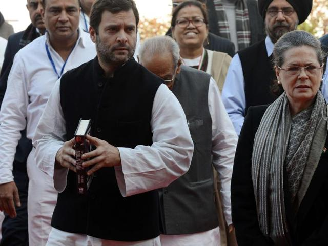 Congress Party President Sonia Gandhi (R) and vice-President Rahul Gandhi (L) walk as they arrive to attend the party's foundation day celebrations in New Delhi on December 28, 2015. The congress party celebrated its 131st foundation day during an event at its headquarters in the Indian capital. AFP PHOTO/Money SHARMA