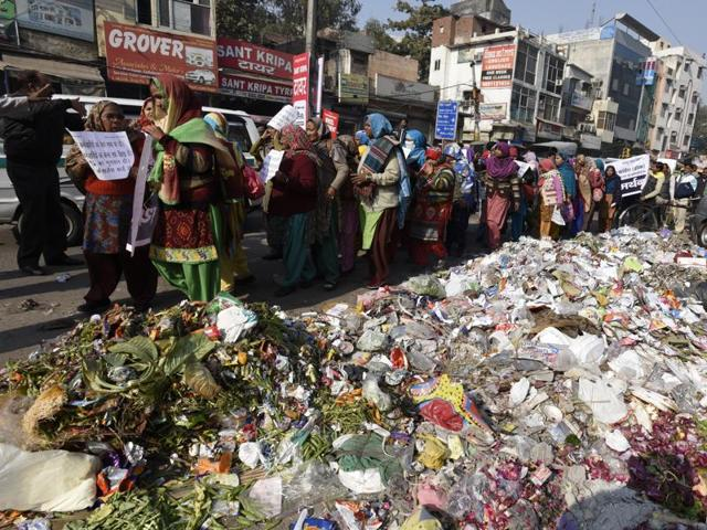 In Delhi, garbage is piling up due to a strike by municipal workers.