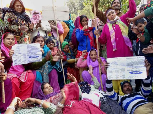MCD workers protest against non-payment of their salaries, at the MCD office in Karol Bagh, New Delhi