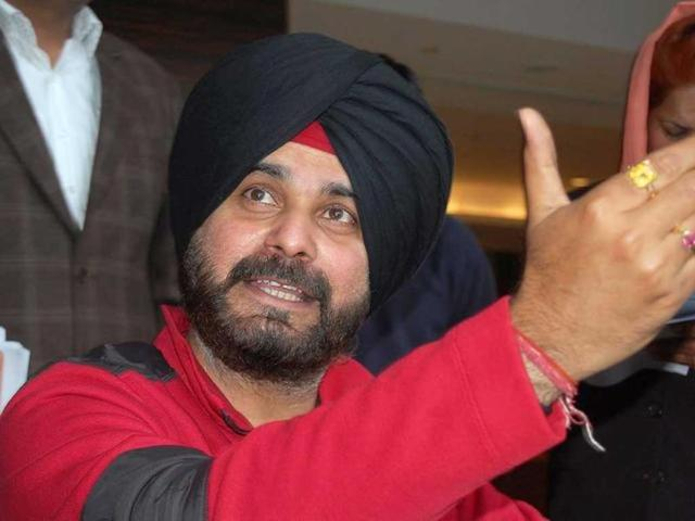 Amid AAP rumours, Navjot Sidhu remains cold to BJP's overtures