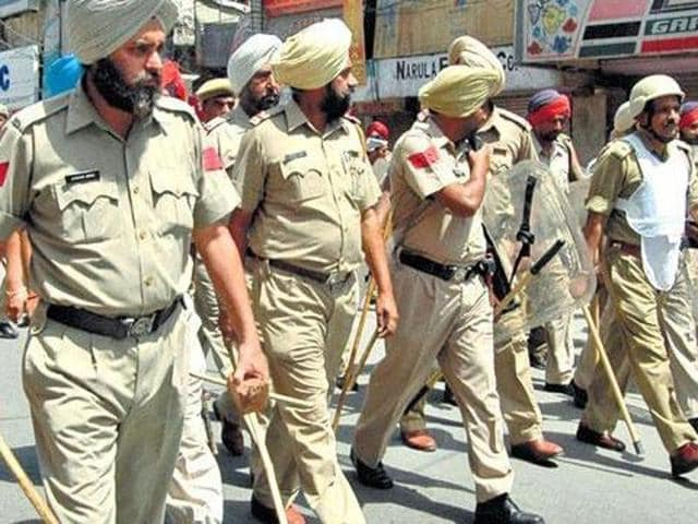 The Army's Western Command has offered to train Punjab police personnel.