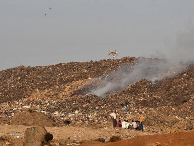 Fire brigades since Thursday, last week, had struggled to control the fire by sprinkling water, to overturning the dump of garbage, laying it with mud and sprinkling magnesium chloride.(Prashant Waydande)