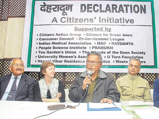 Retired bureaucrat SS Pangtey addresses a press conference of the Citizens' Initiative in Dehradun on Thursday.