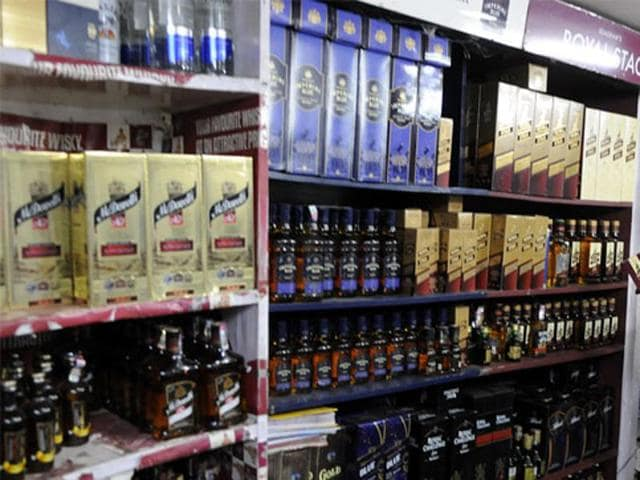 MP's liquor revenue grew by 16% in 2013-14, but the year-on-year growth fell to 13% in 2014-15.(HT Photo)