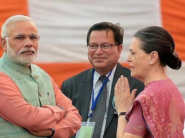 File photo of Prime Minister Narendra Modi, former PM Manmohan Singh and Congress President Soina Gandhi.(PTI)