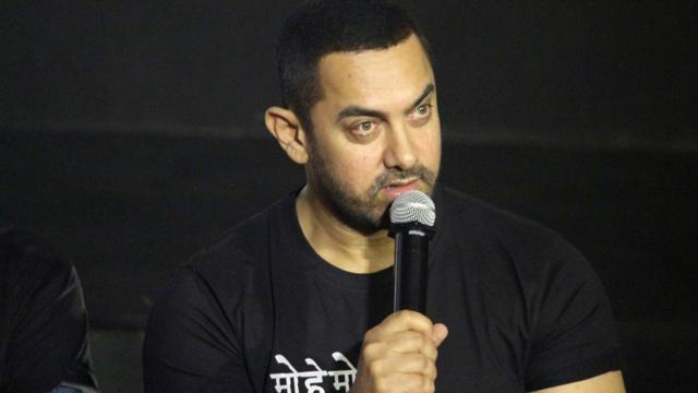 Aamir Khan, who was at the centre of a controversy over his comments on intolerance, attended a dinner hosted by Prime Minister Narendra Modi on Saturday  night .