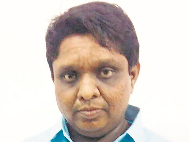 Mumbai ACB sleuths travel 500m atop car to arrest 2 BMC engineers