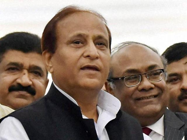 File Photo of Uttar Pradesh parliamentary affairs and urban development minister Azam Khan. The SP minister claimed that Prime Minister Modi had met underworld don Dawood Ibrahim during his surpise visit to Pakistan in December.