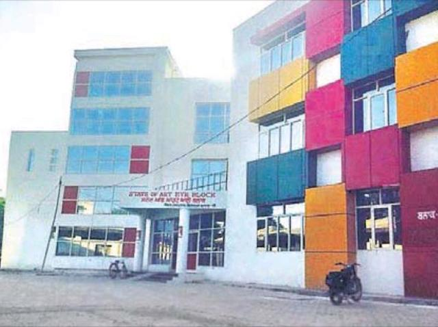 Ferozepur's state-of-the-art eye hospital has only few specialists