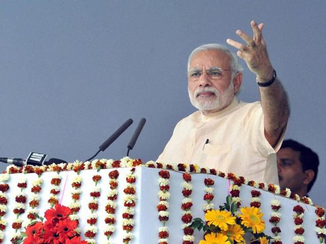 Modi slams Congress for project delays, believes in timely completion