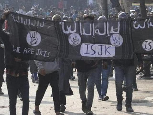 Kashmiri protestors hold Islamic State (IS) flags during a protest in Srinagar, India, 13 November 2015. A Muslim organisation claimed on Monday, February 8, 2016, that the IS group is 'active' in India under 'different names'.
