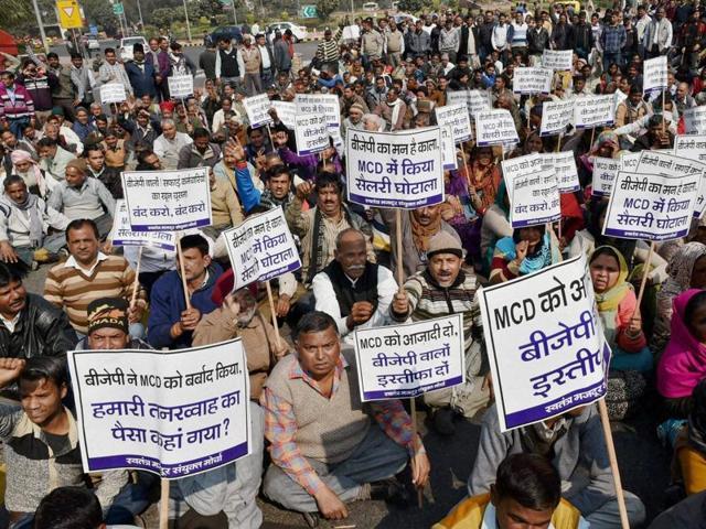 Garbage crisis: MCD workers end strike after Delhi HC intervenes