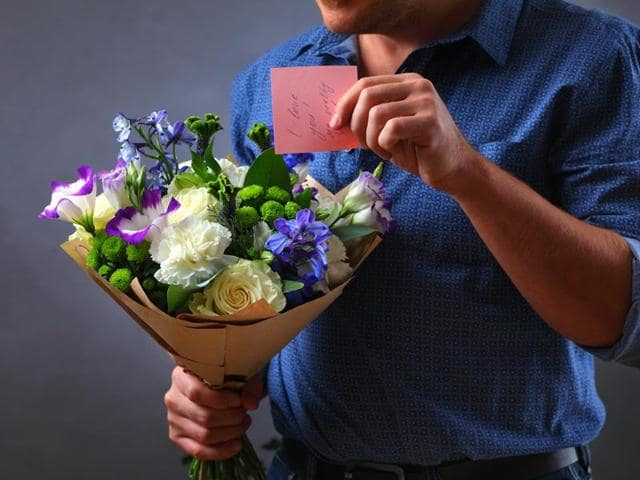 Amid the growing craze for V Day celebrations, it's men that end up spending more to pamper their loved one than women, reveals a survey.