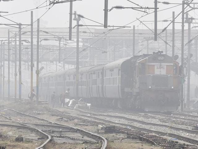 Fog,Rajasthan,Trains delayed