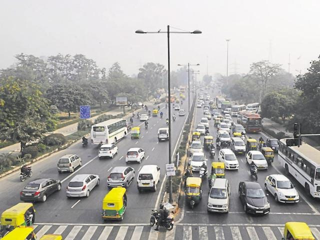 After a 15-day trial of the odd-even restriction on Delhi roads between January 1 and January 15, the Delhi government had claimed massive support from Delhiites and said it would look at reintroducing the restriction.(Sonu Mehta/HT)