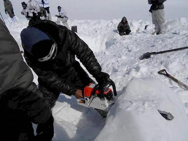 Operations by special teams of the army and the air force in progress  in Siachen.