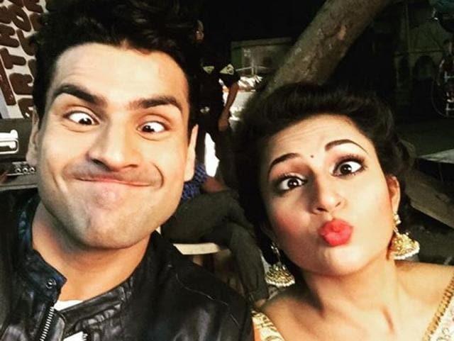 Vivek Dahiya and Divyanka Tripathi goofing around on the sets of Yeh Hain Mohobbatein.