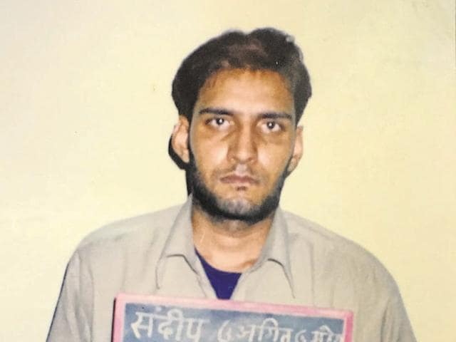 Sandep Gadoli used a Scorpio to travel from Gurgaon to Mumbai via Jaipur.