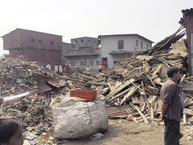 The Brihanmumbai Municipal Corporation (BMC) on Wednesday began demolishing encroachments around the Deonar dumping ground.