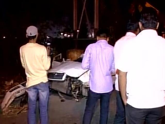Driver dies on the spot as speeding car falls off Mumbai highway
