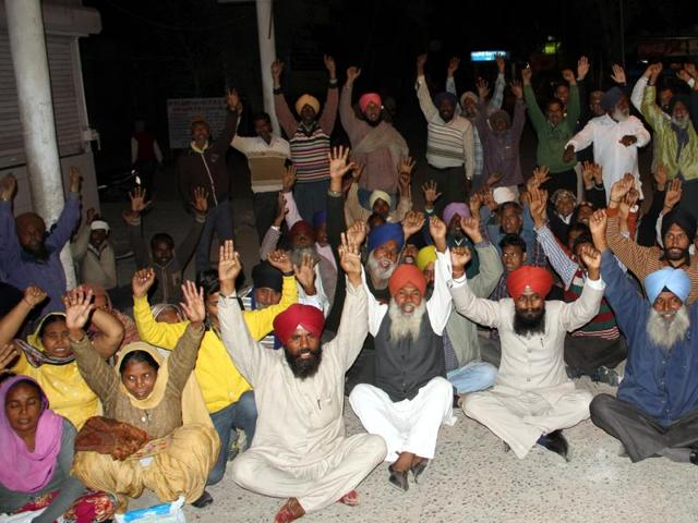 Relatives of the victim of an accident involving a New Deep company bus protesting outside a hospital in Bathinda on Wednesday.