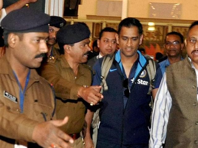 Fans in Ranchi have gone into overdrive since the local hero, Mahendra Singh Dhoni , touched down for the second T20 international between India and Sri Lanka.