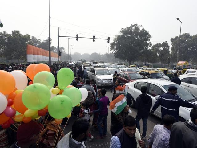 There are close to 90 lakh registered vehicles in Delhi. Of these, around 27 lakh are cars while 53 lakh are registered two wheelers.