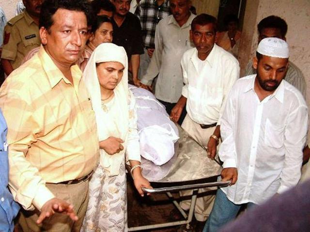 Ishrat's relatives collect her body from a hospital in Ahmedabad on June 18, 2004.