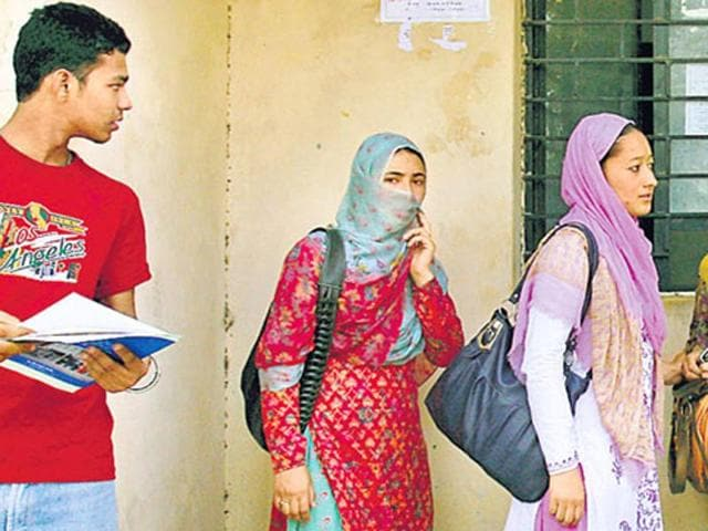 The government might lift the ban on wearing veils and headscarves during the central medical entrance examination as demanded by Muslim organisations.