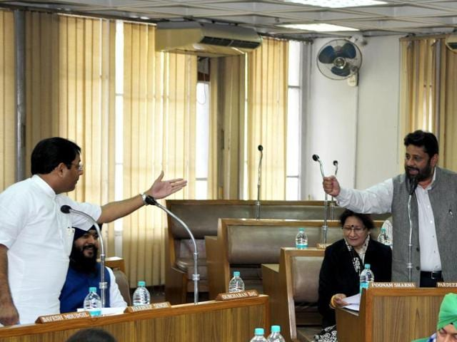 Chandigarh, India February 12::: Congress councilors heated argument with BJP Councilors during the Municipal Corporation Budget meeting at MC House building at sector 17 Chandigarh on Friday, February 12,2016. Photo by Ravi Kumar/Hindustan Times