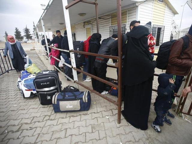 Syrians line up as they wait to cross into Syria at Oncupinar border crossing in the southeastern city of Kilis, Turkey February 11, 2016.