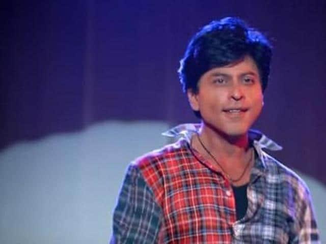 Shah Rukh Khan plays superstar Aryaan and his fan Gaurav in Maneesh Sharma's Fan. (YouTube)