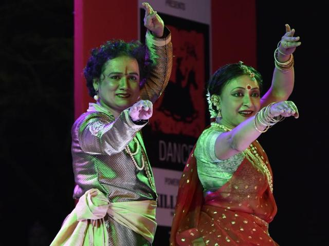 Dr Anonna Guha and her troupe's performance aptly started with Saraswati Vandana and Guru Vandana and then Guha and her team through choicest parans and tukras went on to enthrall the audience.