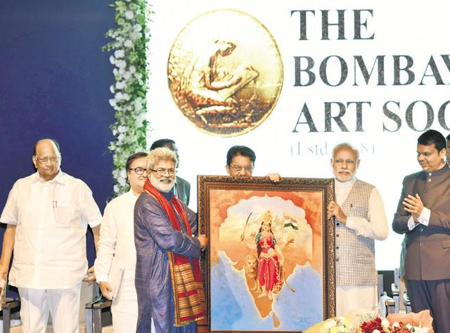 Vasudeo Kamath, president of The Bombay Art Society, presents a painting to Prime Minister Narendra Modi during the inaugural function of the society's new building at Bandra Reclamation on Saturday. NCP chief Sharad Pawar, governor Ch Vidyasagar Rao and chief minister Devendra Fadnavis were also present.