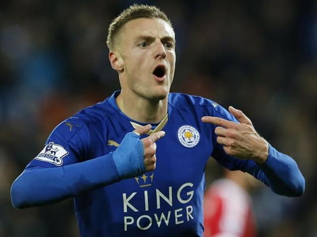 Jamie Vardy celebrates scoring the first goal for Leicester City during the EPL match against Manchester United at the King Power Stadium on November 28, 2015.